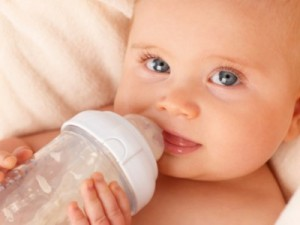 2.-Feeding-Baby2